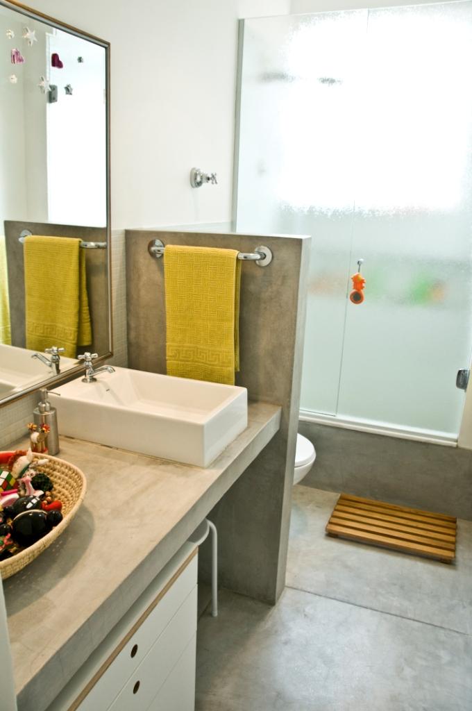 Móveis de Cimento Queimado no Banheiro  tijolosetecidos -> Banheiro Decorado Com Cimento Queimado