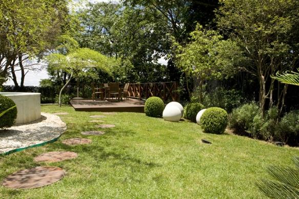 ideias caminhos jardim:Muratt , paisagista responsável pelo projeto, optou por um caminho