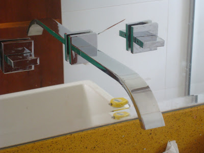 TeT_torneira_banheiro_espelho_8_trincado
