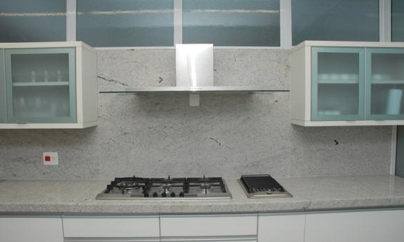 TeT_bancada_branca_cozinha_10_granito