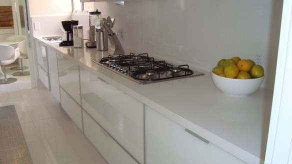 TeT_bancada_branca_cozinha_3_silestone