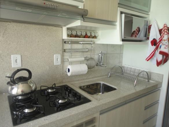 Bancadas Brancas na Cozinha – Quais pedrasmateriais usar?  tijolosetecidos # Bancada De Cozinha Granito Branco