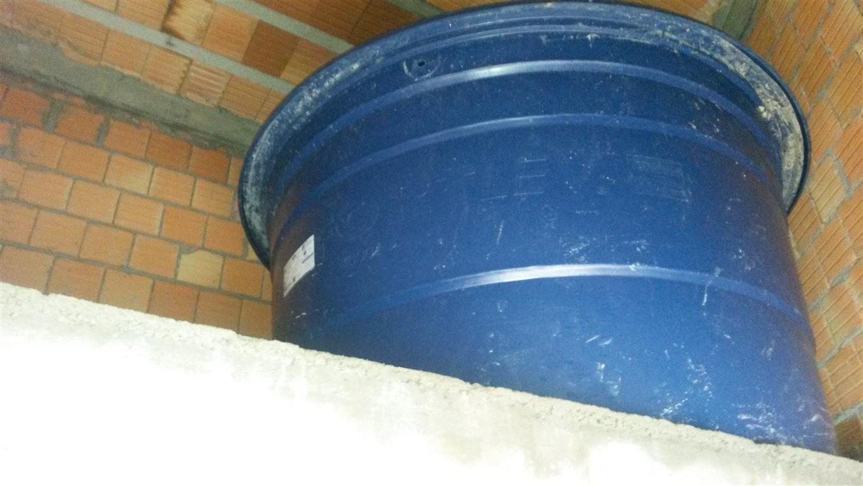 Caixa d'água (2000 L) já posicionada. #264971 1365x768